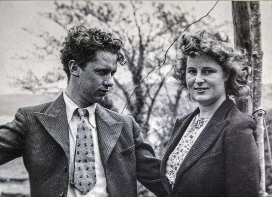 https://travelexaminer.net/wp-content/uploads/2017/02/Dylan-Thomas-and-Caitlin-his-beloved-wife-and-muse-Photo-%c2%a9Crown-copyright-2017-Visit-Wales-1.jpg