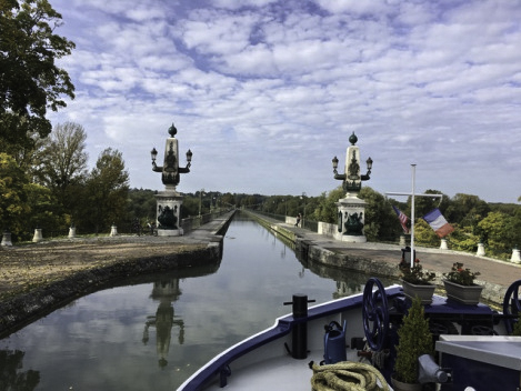 Renaissance Barge, Floating the Loire Canal on the Renaissance Barge, Burgundy, France