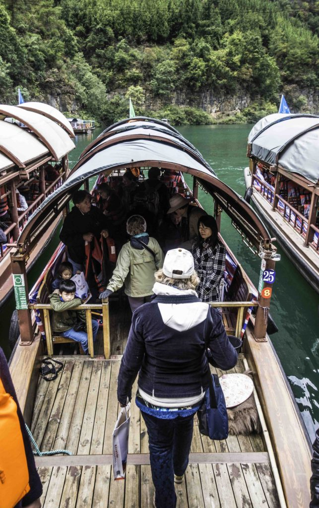 Boarding sanpans for the Three Small Gorges tour on the Madu River, Yangtze River Three Gorges Cruise, Chongqing, China